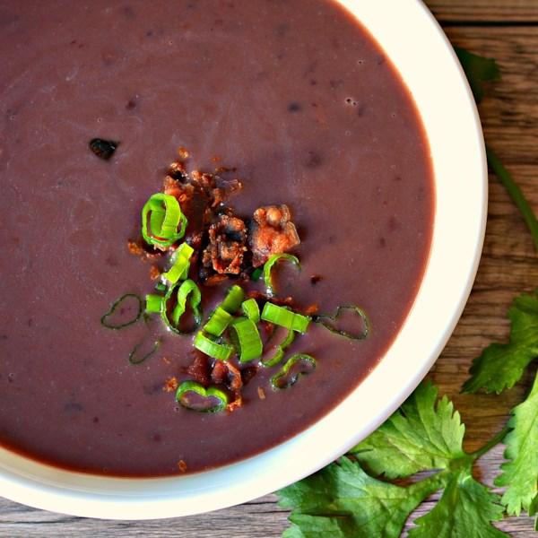 Receita rápida e fácil de sopa de feijão preto