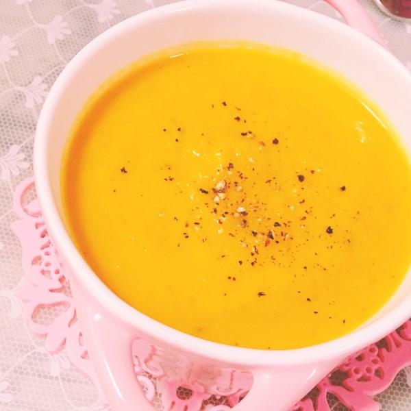 Receita de Sopa de Abóbora, Batata Doce, Alho-poró e Leite de Coco