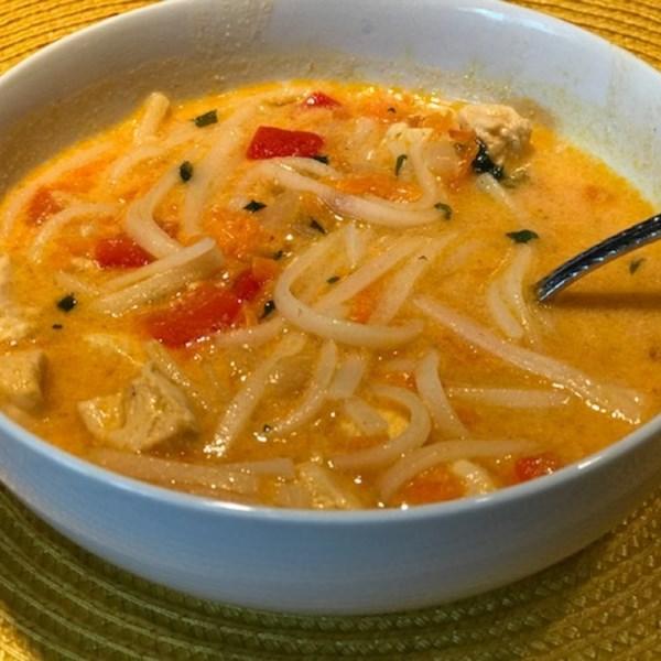 Receita de Sopa de Macarrão de Frango Tailandês