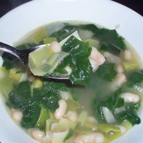Receita de Sopa de Feijão Branco de Espinafre e Alho-poró