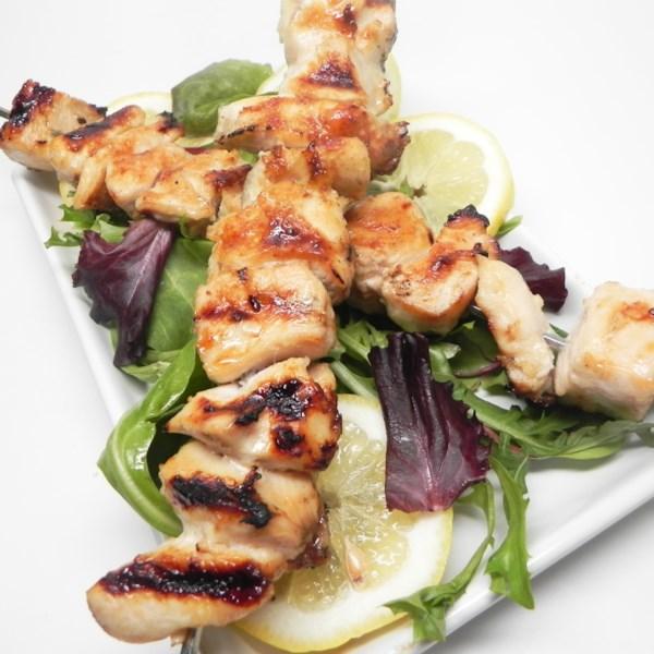 Receita de Kebabs de Frango com Alho de Limão