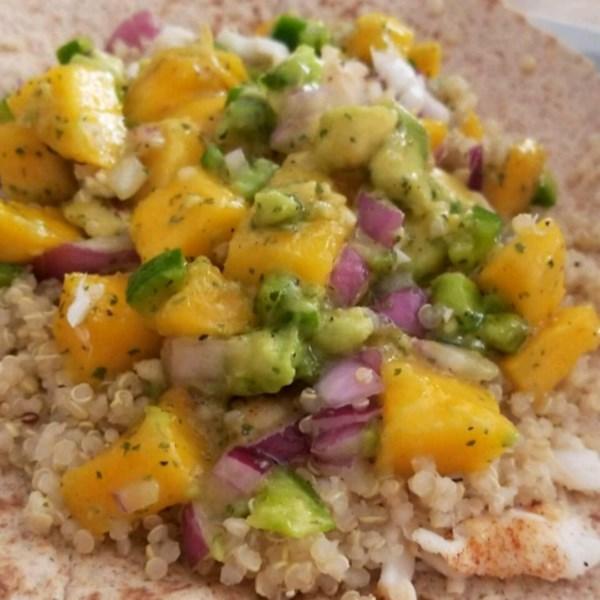 Tacos de peixe saudáveis com receita de salsa de manga