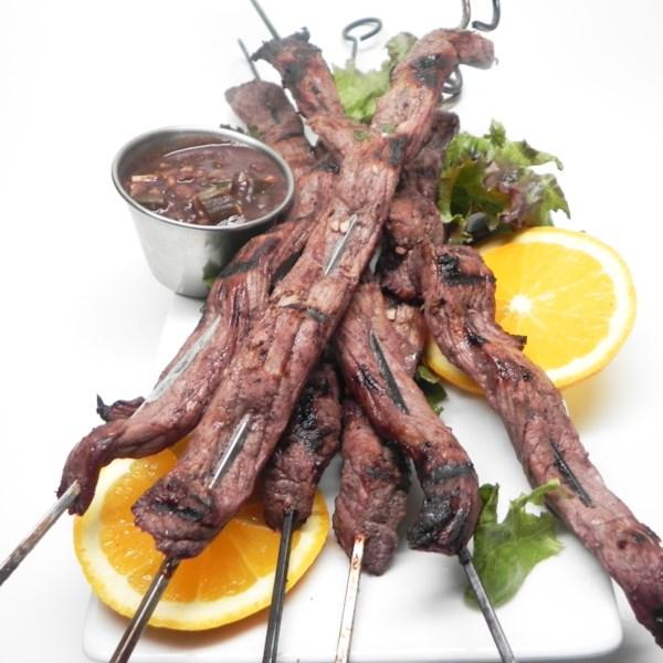 Receita de Espetos de Carne Marinada de Vinho Tinto e Laranja