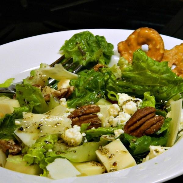 Três receitas de salada verde de queijo