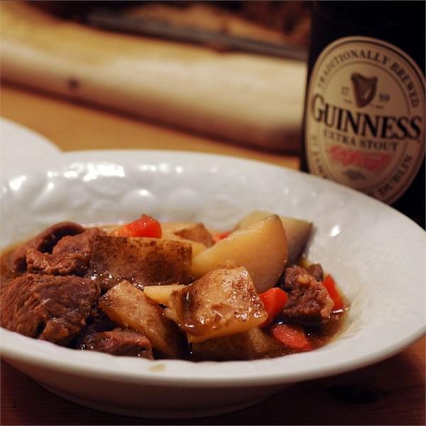 Ensopado de carne irlandesa com receita de cerveja Guinness(R)