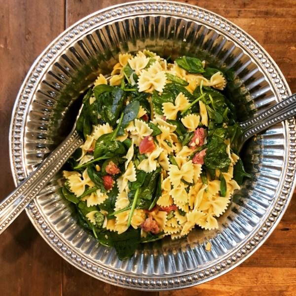 Receita de Salada de Massa de Manjericão de Espinafre