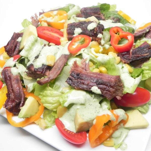 Salada de Bife de Panela Lenta com Receita de Molho de Limão de Coentro