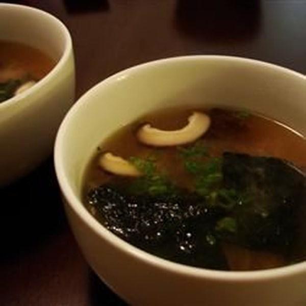 Receita de Sopa Japonesa com Tofu e Cogumelos
