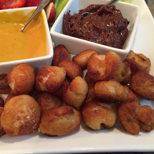 Mordidas rápidas e fáceis de pretzel com receita de molho de mergulho nutella(R)