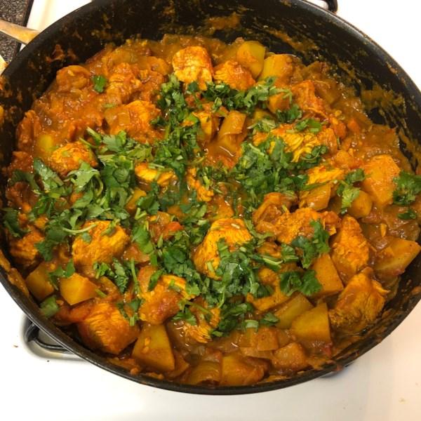 Frango bengali curry com receita de batatas