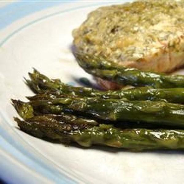 Pacotes de salmão de pergaminho com receita de aspargos