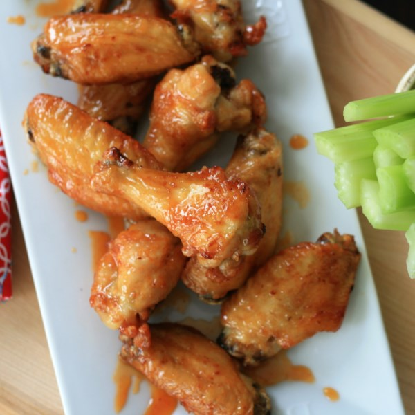 Receita de Asas de Fritadeira de Ar Honey-Sriracha