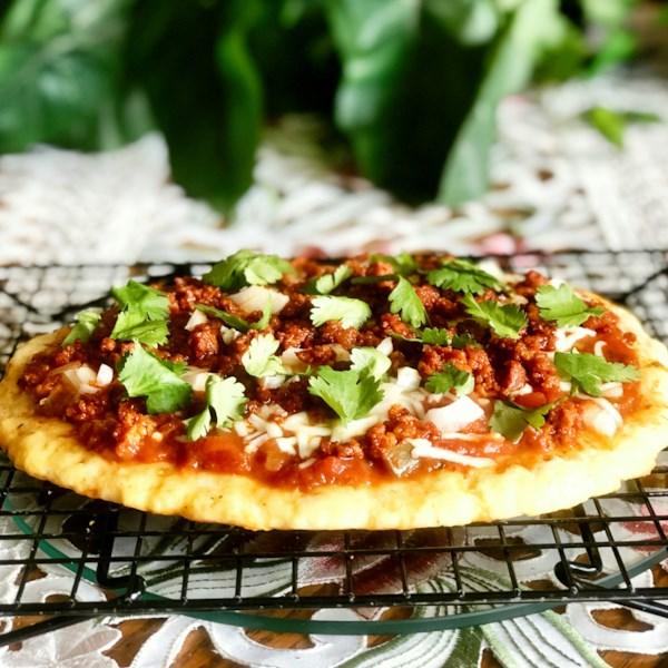 Keto Fathead Pizza com Receita de Chorizo e Salsa