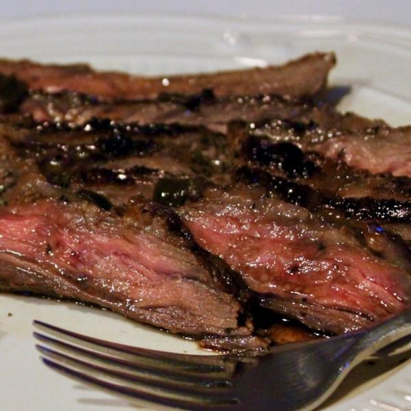Bife flanco grelhado com receita de molho de vinho tinto