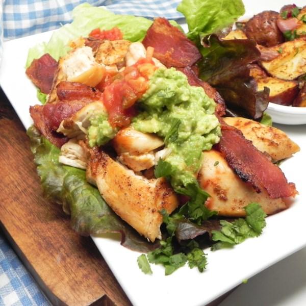 Receita de Embrulho de Frango, Abacate e Alface de Bacon