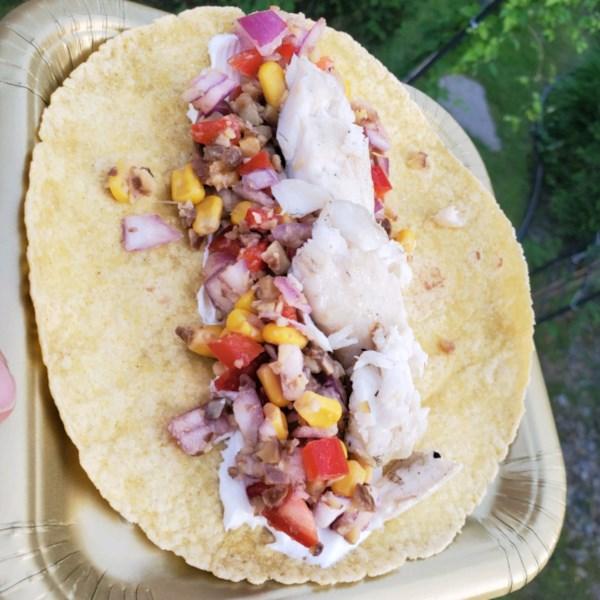 Tacos de peixe ardente com receita de salsa de milho crocante