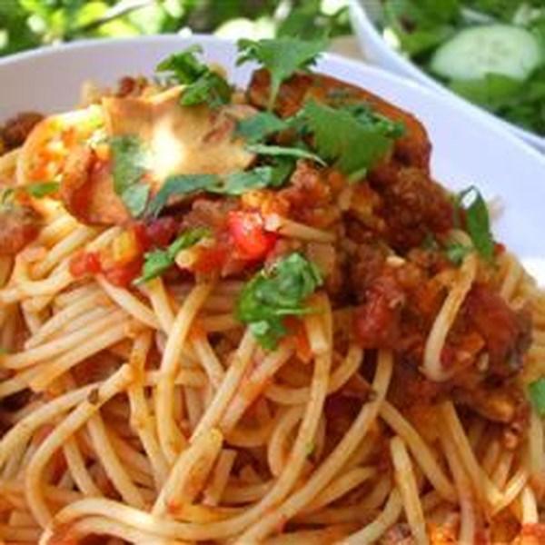 Receita de Espaguete mariu com molho de carne