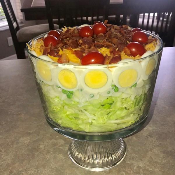 Receita fácil de salada vegetal de sete camadas