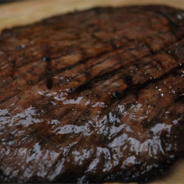 Flank Steak com uma Receita de Marinada de Vinho do Porto