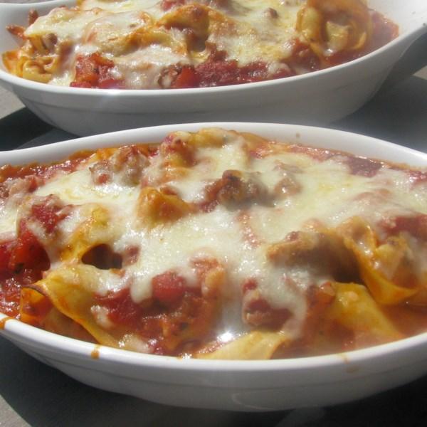 Receita italiana de tortellini bake de salsicha