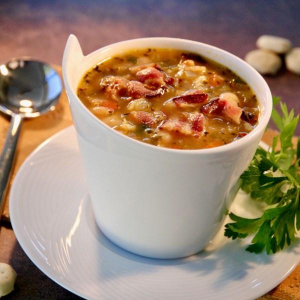 Receita de Sopa de Feijão, Bacon e Pimenta
