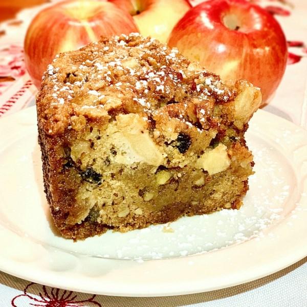 Bolo de cranberry-maçã com receita de esmalte de caramelo salgado