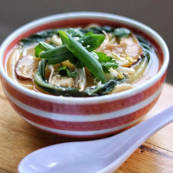 Receita de Sopa de Macarrão de Udon de Frango