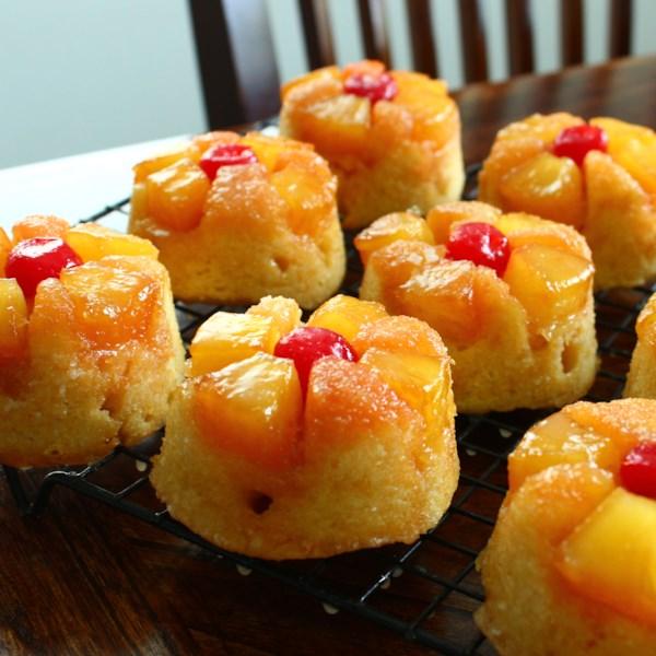 Receita de Cupcakes de Abacaxi De cabeça para baixo