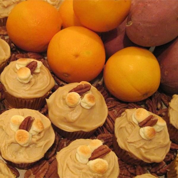 Cupcakes de batata doce com receita de cobertura de açúcar mascavo