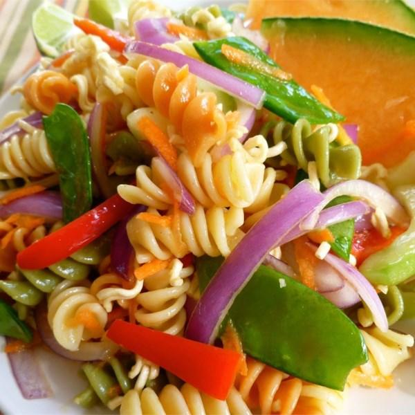 Receita asiática de macarrão e salada de macarrão