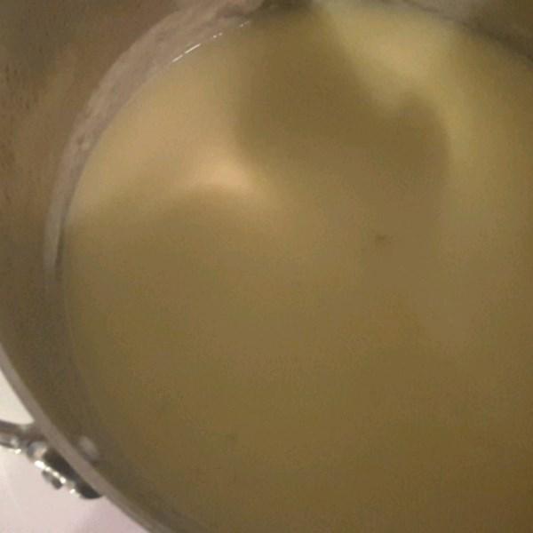 Receita vegetariana de sopa de batata-alho-poró