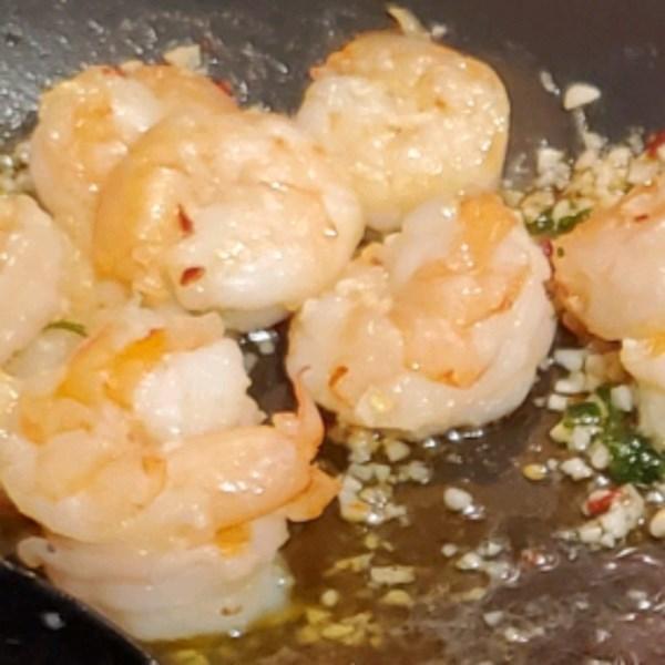 Receita simples de camarão de alho