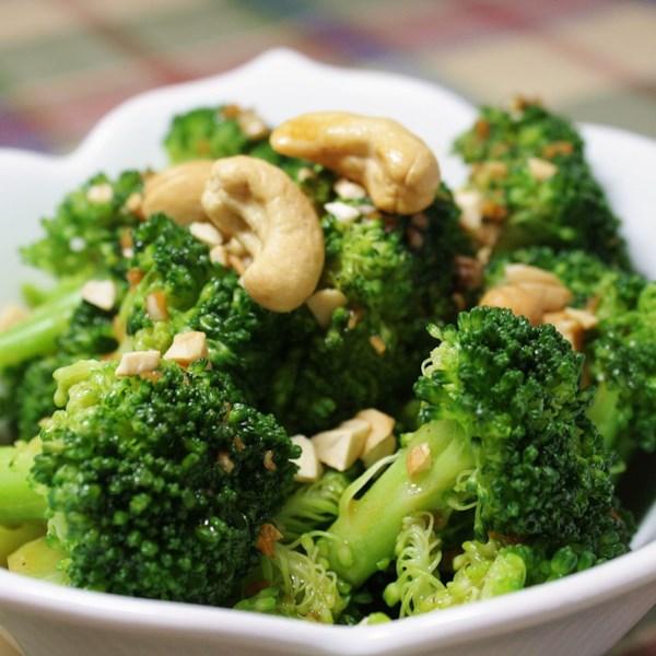 Brócolis com Manteiga de Alho e Receita de Caju