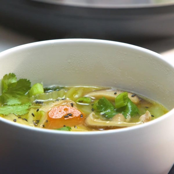 Receita de Chicken and Veggie Miso Soup (Instant Pot(R)