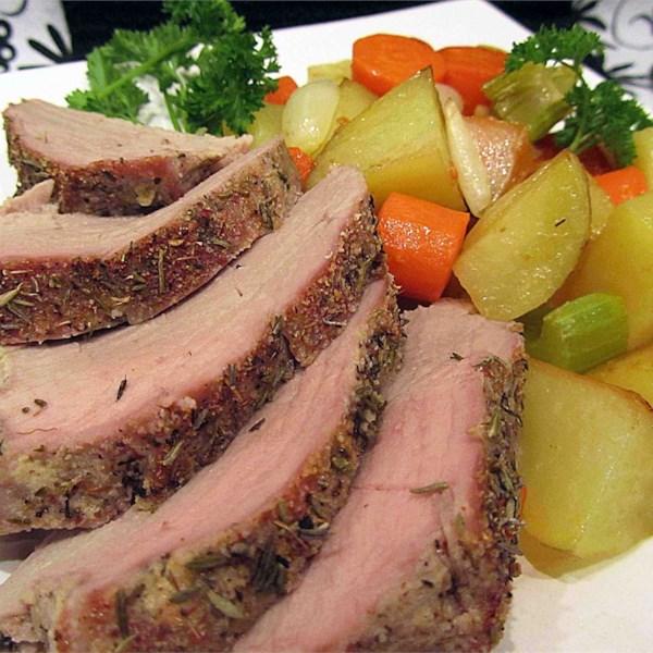Receita de Lombo de Porco Assado de Ervas e Batatas