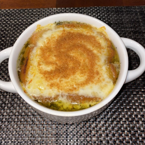Receita de Sopa de Cebola Francesa Rica e Simples