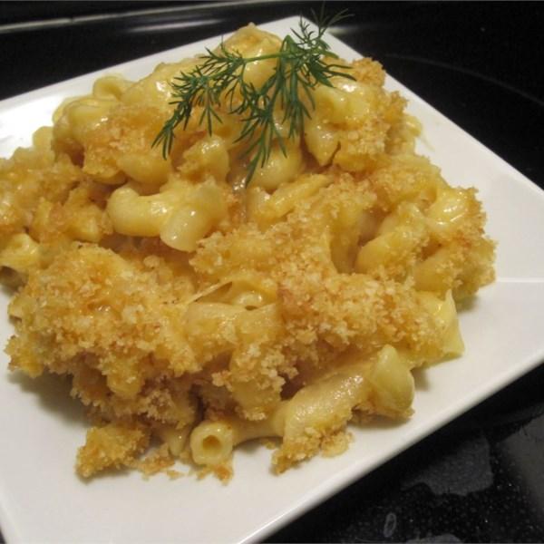 Macarrão assado de Mena e queijo com receita de cebola caramelizada
