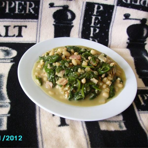 Feijão marinho e verduras com receita de bacon e alho