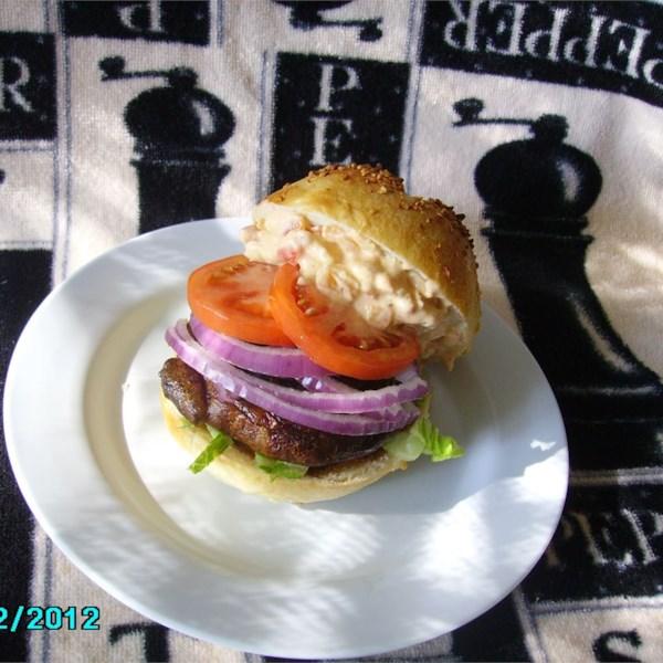 Hambúrgueres de Cogumelo Portabella com Receita de Maionese de Pimenta Vermelha