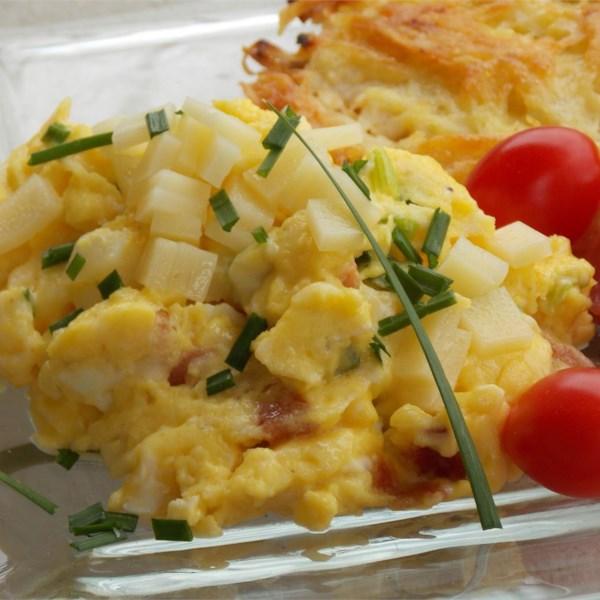 Ovos Mexidos de Alho Verde e Presunto com Receita de Queijo
