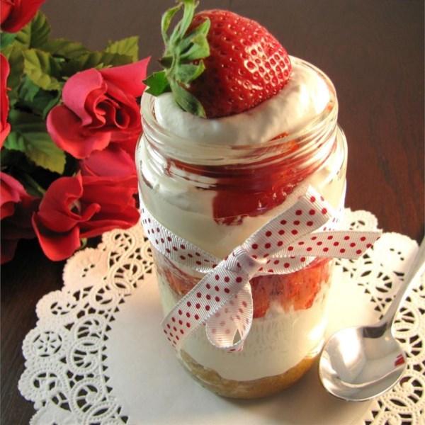 Cheesecake de morango em uma receita de jarra