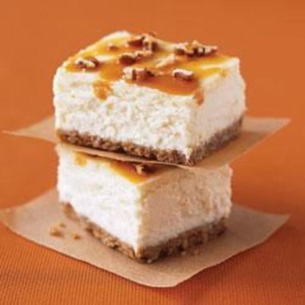 Receita dupla de barras de cheesecake de caramelo-nozes