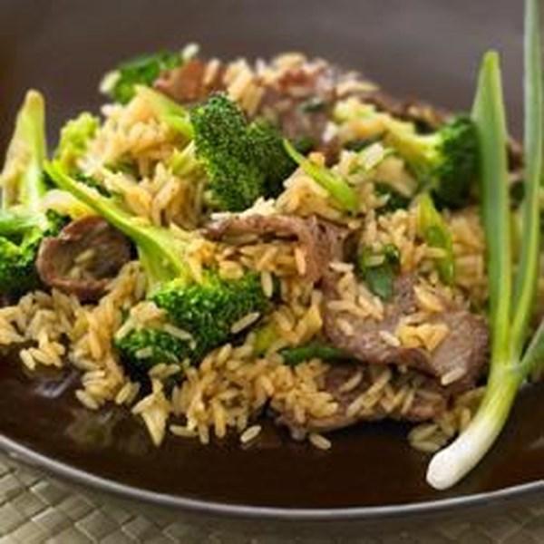 Carne bovina e brócolis fritar com receita de arroz integral integral