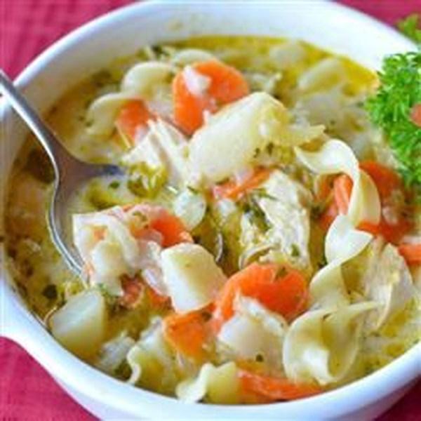 Receita de Sopa de Macarrão de Frango da Mamãe Moak