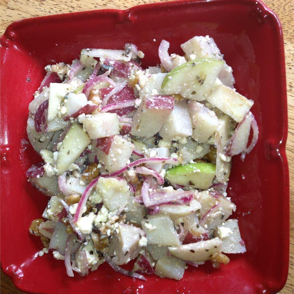 Salada de Batata Felicidade Vermelha com Gorgonzola e Receita de Nozes