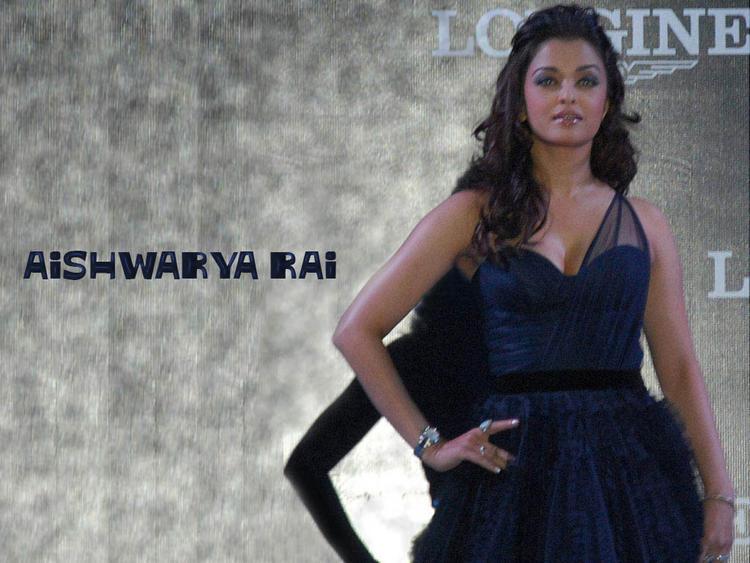 Aishwarya Rai Looks Sexy at Longines