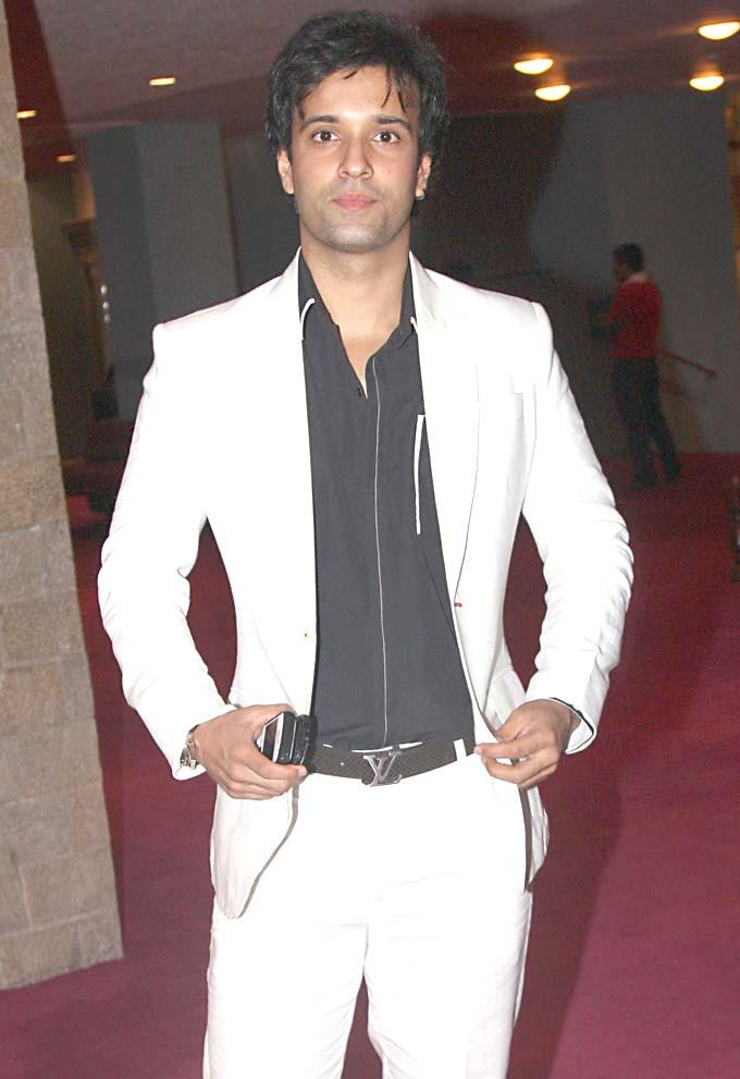 Aamir Ali Looking Handsome at SAB TV Awards 2012