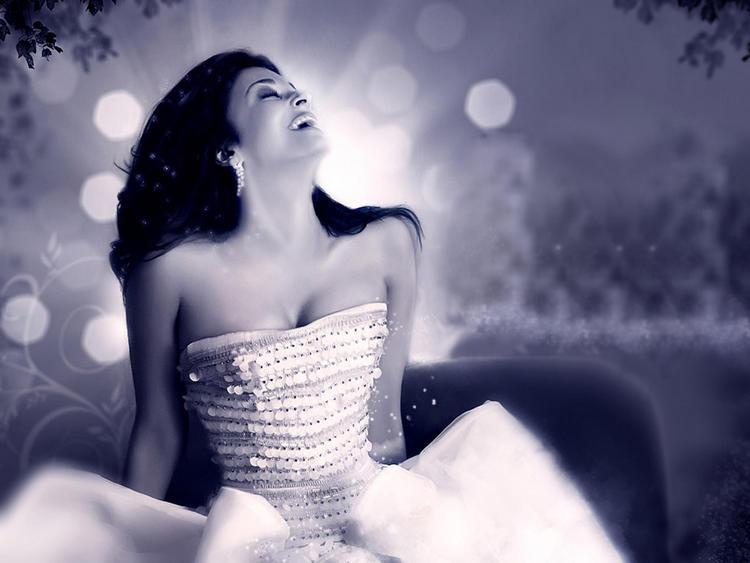 Aishwarya Rai Strapless Dress Hot Photo