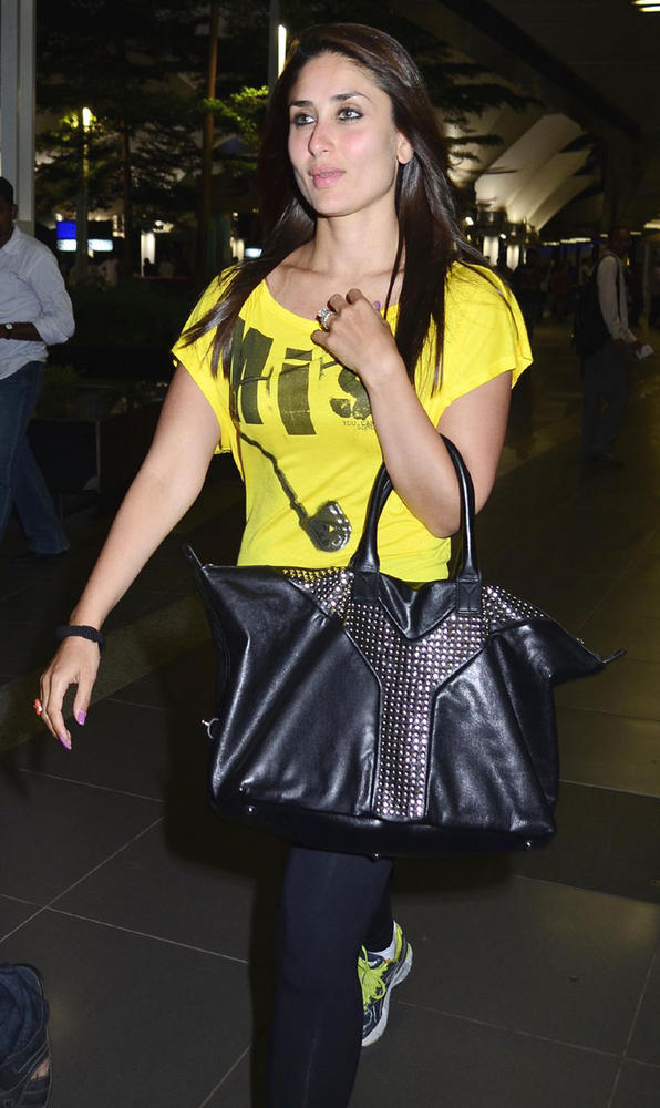 Kareena Snapped at Mumbai International Airport