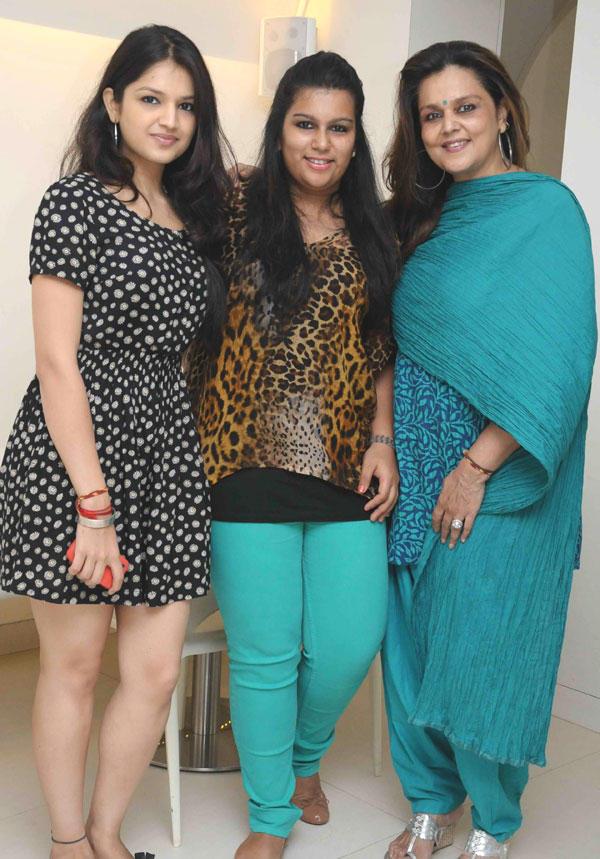 Tashu Berry,Shaan Khanna and Nandini Berry Poses To Photo Shoot
